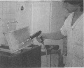 Распечатывание светлых сотов с помощью газовой горелки