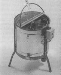Электрическая радиальная медогонка с карманами под соторамки для автоматического разворота часто используется в больших пчеловодческих хозяйствах