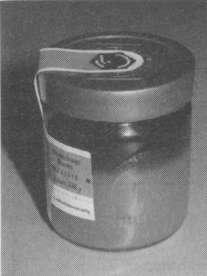 «Расслоившийся» мед с кристализовавшейся глюкозой снизу и межкристальной жидкостью сверху