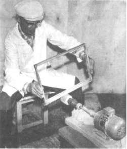 Механическое снятие прополиса с рамок